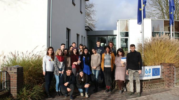 Учасники проекту перед входом до Eurodesk