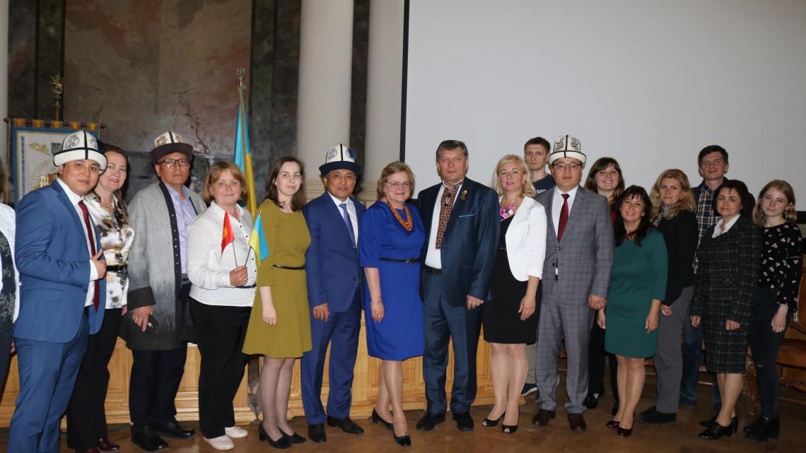 Колектив МІОКу з киргизькими гостями