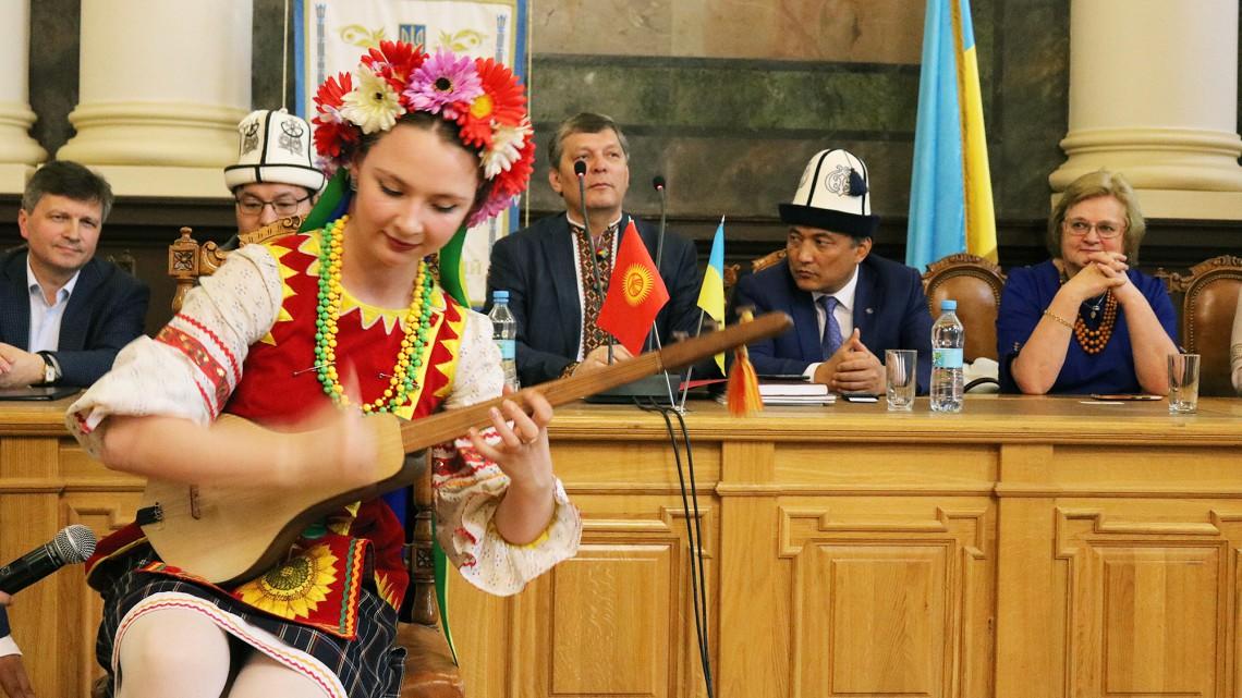 Виступає Марія Наумова – дівчина-«оркестр»