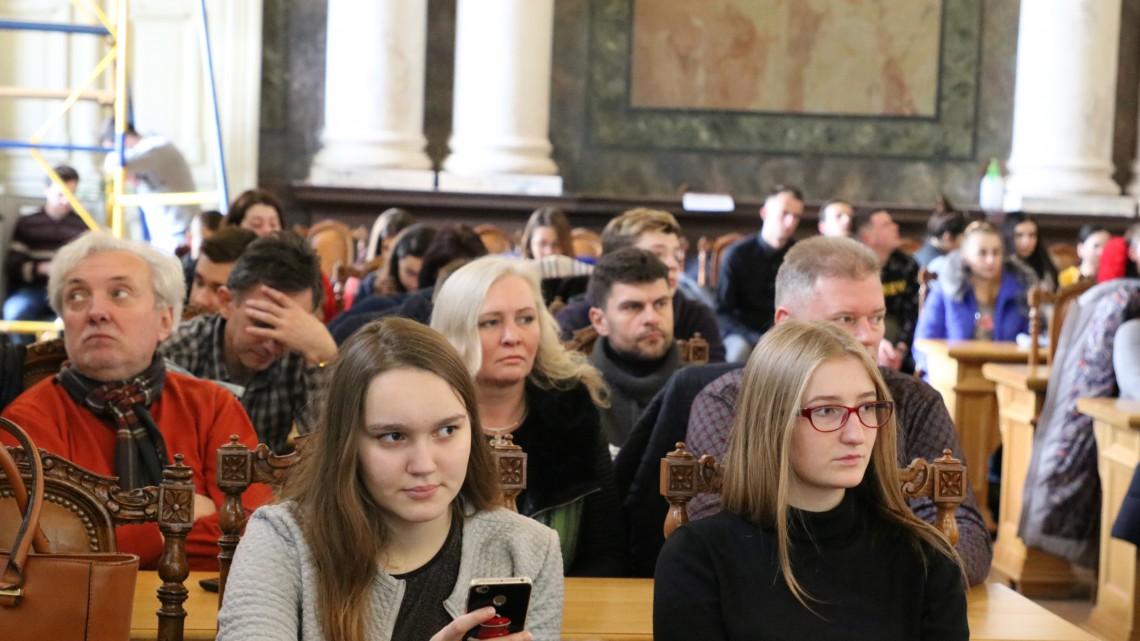 студенти на презентації фільму «Урок тиші»