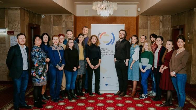 Учасники воркшопу «Дослідження в аналітичних центрах: розробка власного дизайну досліджень та аналіз якісних даних»