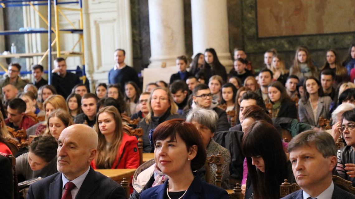 Студенти та викладачі в актовій залі НУ «ЛП»