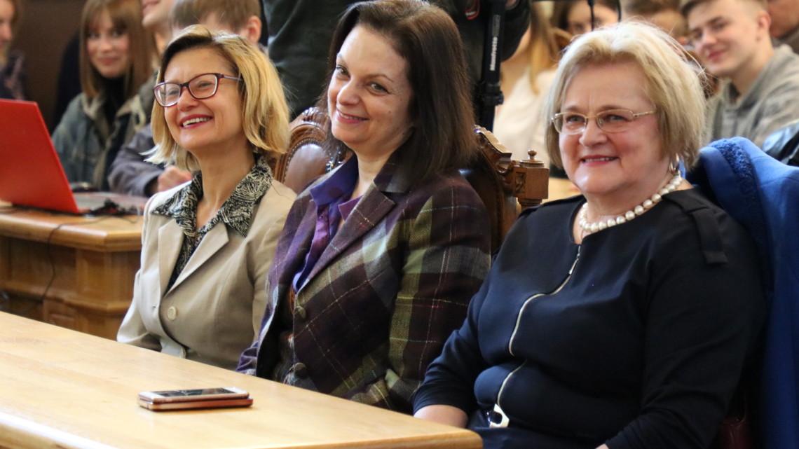 Ірина Ключковська та Оксана Винницька-Юсипович у залі