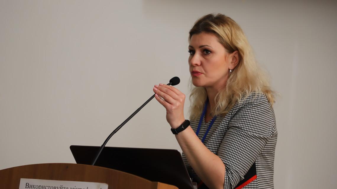 Оксана П'ятовська презентує свою частину дослідження МІОКу