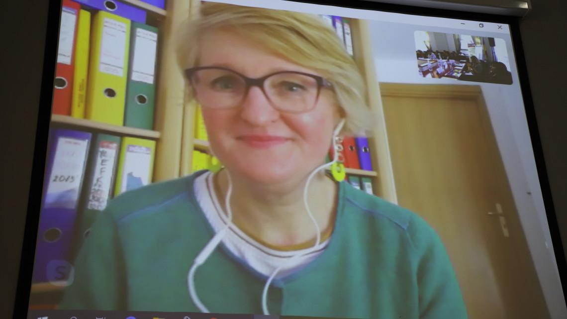 Мирослава Керик доповідає з допомогою Скайпу