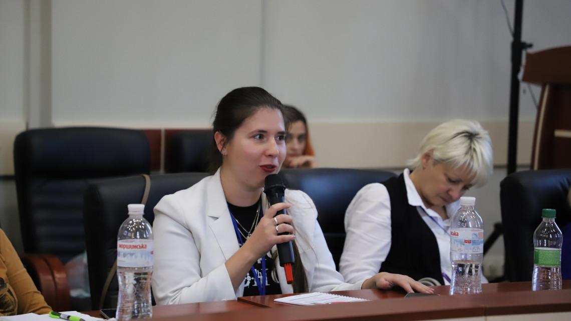 Надія Мороз-Ольшанська на відкритій дискусії