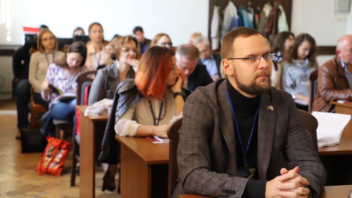 учасникики конференції в залі