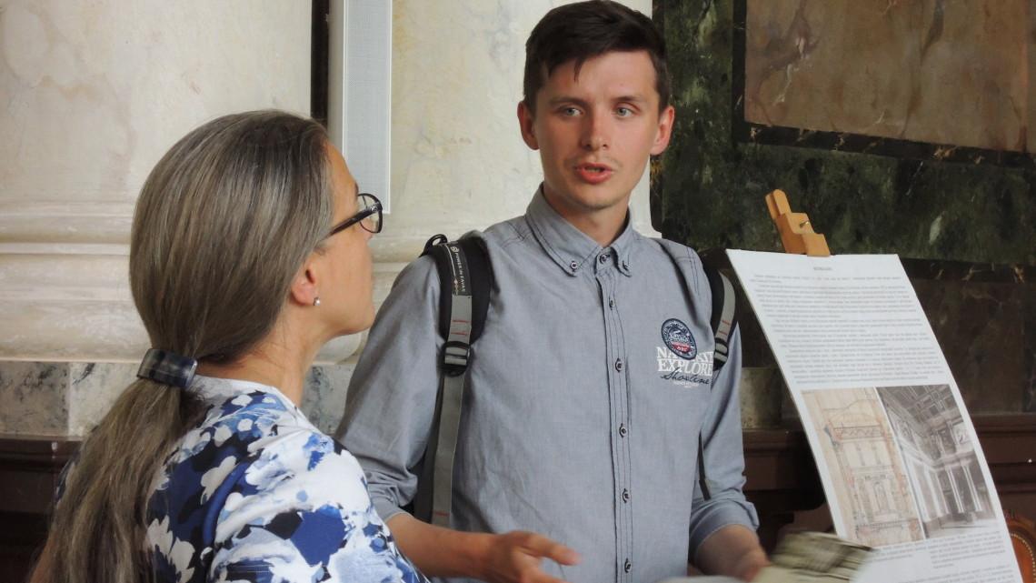 учасникам літньої школи у Львівській політехніці проводиться екскурсія