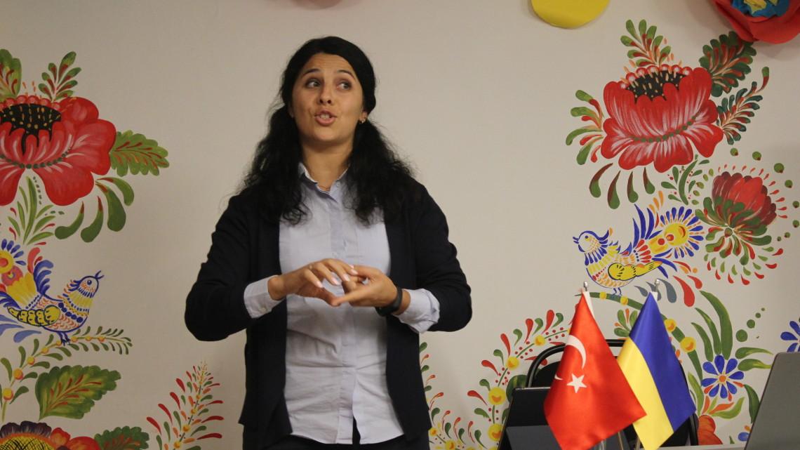 Мар'яна Барчук-Галик – кандидат філологічних наук, викладач кафедри слов'янських мов (Стамбульський університет)